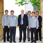 J.Bekker_and_Hyundai_Executives_LG